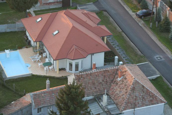 vila Villa mit Pool terrasse und ligstúllen ganz umzaumt mit parkung 600m2 rase.maximal 8 Personen.Villa, Fertoszentmiklos, Györ-Moson-Sopron Westungarn Maďarsko