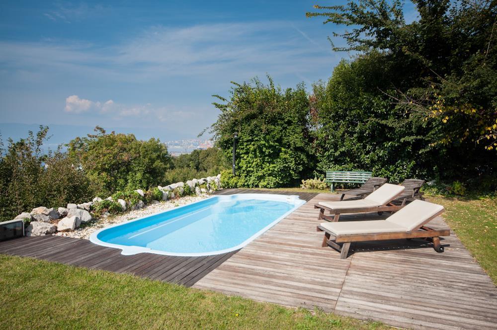 ferienhaus in kostrena rijeka mit pool meerblick. Black Bedroom Furniture Sets. Home Design Ideas