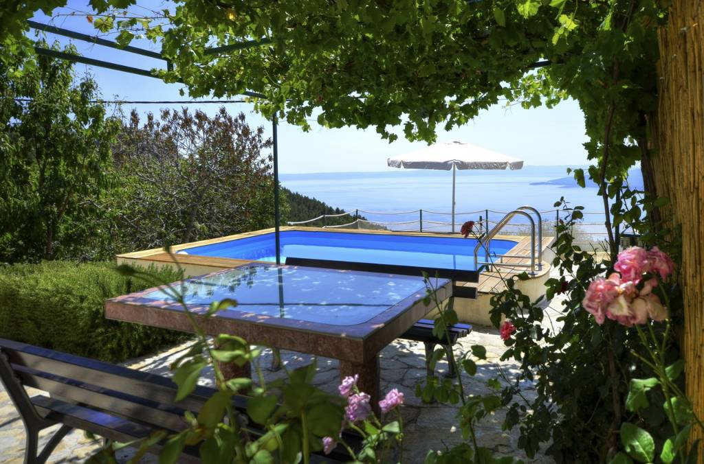 ferienhaus in baska voda makarska riviera mit pool. Black Bedroom Furniture Sets. Home Design Ideas