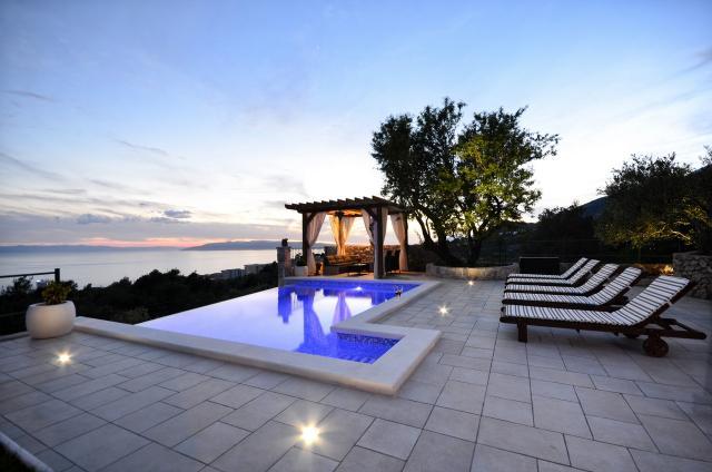 Ferienhaus in makarska makarska riviera mit pool for Kroatien villa mit pool