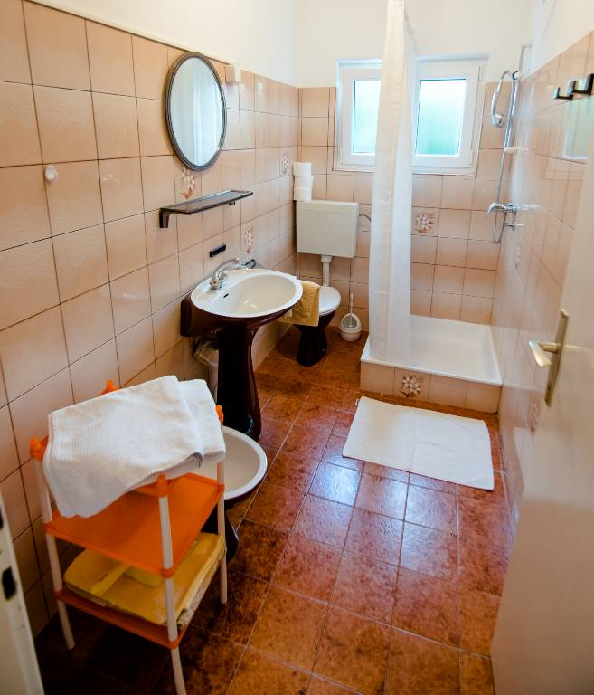 ferienwohnung in rab insel rab mit boot bootsliegeplatz. Black Bedroom Furniture Sets. Home Design Ideas