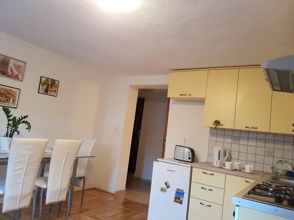 Apartment Zagreb Habe Die Kche Ist Ebenso Komplett Ausgestattet Mikrowelle Herd Khlschrank
