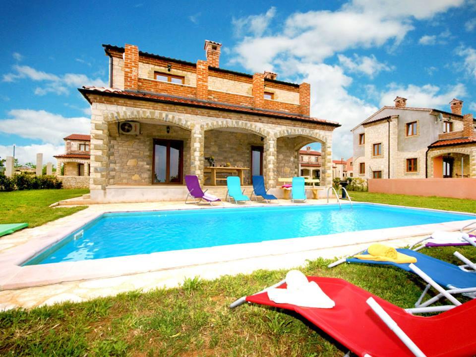 Villa in cabrunici pula mit whirlpool pool fahrr der for Kroatien villa mit pool