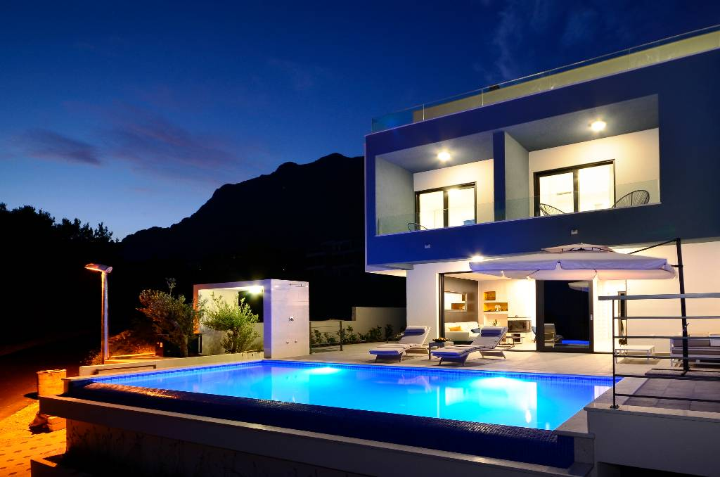 Villa Nina, Makarska, by night