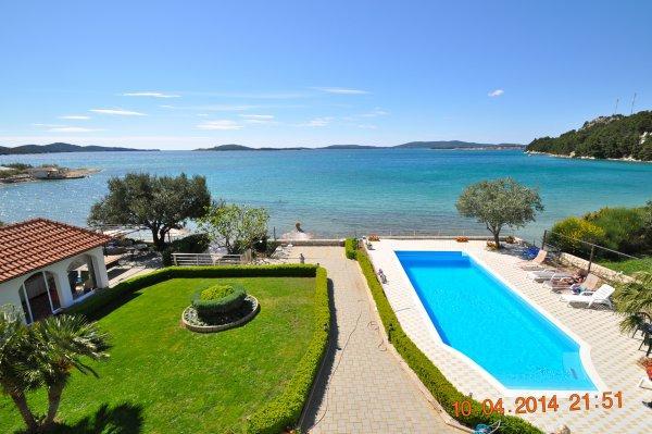 Luxusvilla mit pool am meer  Villa in Zaboric, Sibenik, Sibenik mit Boot, Pool